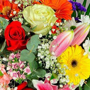 Detalle de ramo de flores para impresionar para regalar en la Floristería Yerba de La Victoria